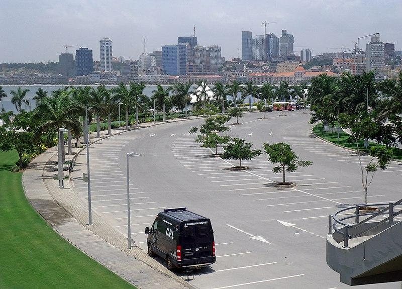 Marginal Avenida 4 de Fevreiro Luanda March 2013 11.JPG