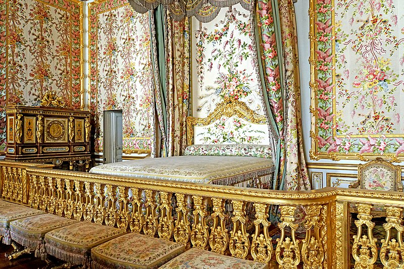 Rooms: File:Marie-Antoinette's Bedroom, Versailles 22 June 2014