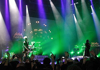 """Eat Me, Drink Me - Marilyn Manson performing """"If I Was Your Vampire"""" during the Eat Me, Drink Me era in 2007"""