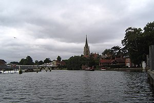 Marlow Lock - Marlow weir on the left upstream of the lock