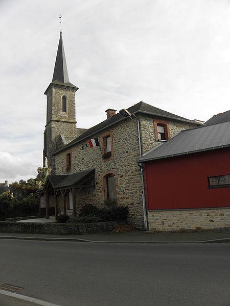 Église Saint-Pierre et mairie de Marpiré (35).