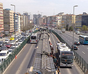 Metrobus (Istanbul) - Image: Mecidiyeköy Metrobüs Durağı cropped
