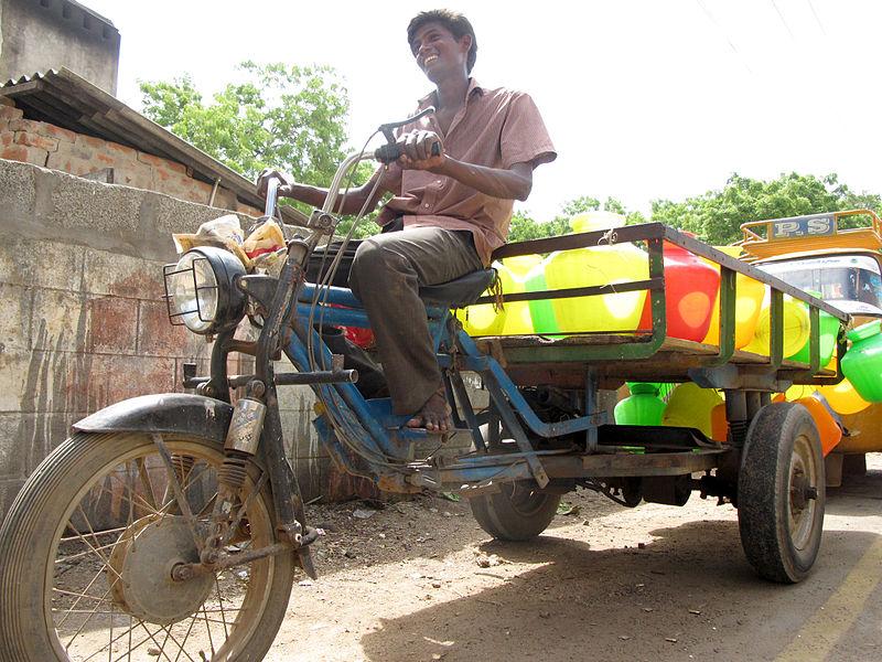 File:Meen Body Vandi fish bed vehicle Jugaad tricycle trike conversion three wheeler Rajdoot TVS Tamilnadu India - மீன் பூடி வண்டி Etan Doronne www.myindiaexperience.com Wikipedia.jpg