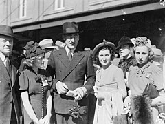 Men's and women's fashion, Sydney Cup, Randwick, 1937, March 1937 - Sam Hood (2967590211).jpg