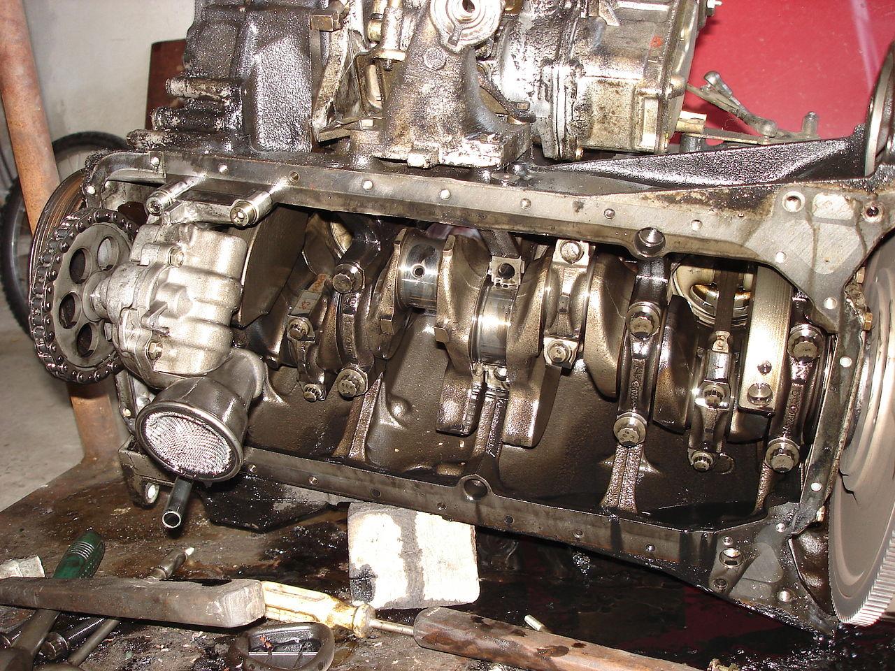 File:Mercedes Benz OM601 Diesel Engine Crankshaft Compartment.JPG