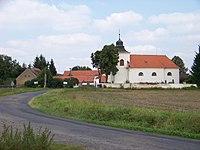 Milíčov (RA), silnice a kostel svatého Petra v okovech (01).jpg