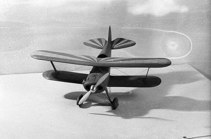 File:Model, airplane, biplane Fortepan 80222.jpg