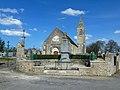 Monument aux morts de Crouay et église Saint-Martin.jpg