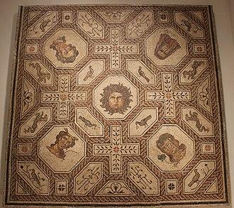 Мозаика, показывающая Медузу и репрезентативные фигуры четырех сезонов, из Паленсии, Испания, была сделана между 167 и 200 гг. н.э.