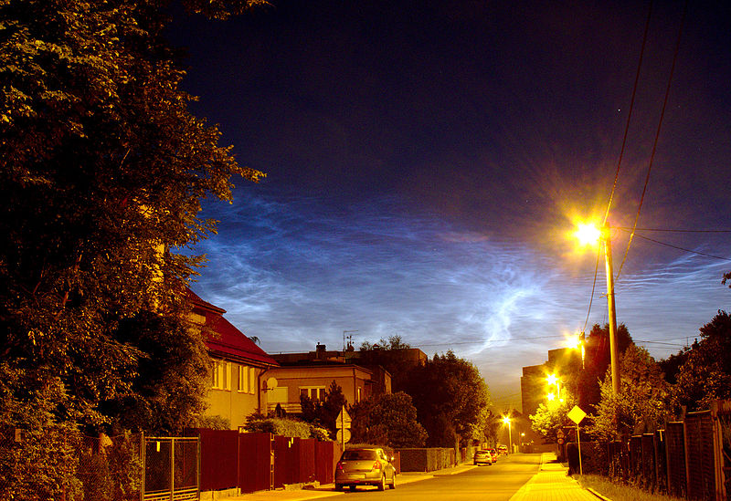800px-Noctilucent_clouds_over_Krakow_14.