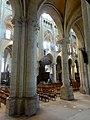 Noyon (60), cathédrale Notre-Dame, bas-côté sud, vue diagonale vers le nord-est par la 6e et 5e grande arcade.jpg