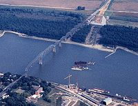 Old Cape Girardeau Bridge 1997.jpg