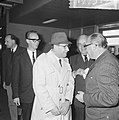Opdracht Uitgeverij Bruna te Utrecht, Georges Simenon bij aankomst Schiphol, Bestanddeelnr 917-7517.jpg