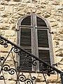 P1190837 - בית הרמן שטרוק - חלון ועבודת ברזל במעקה.JPG