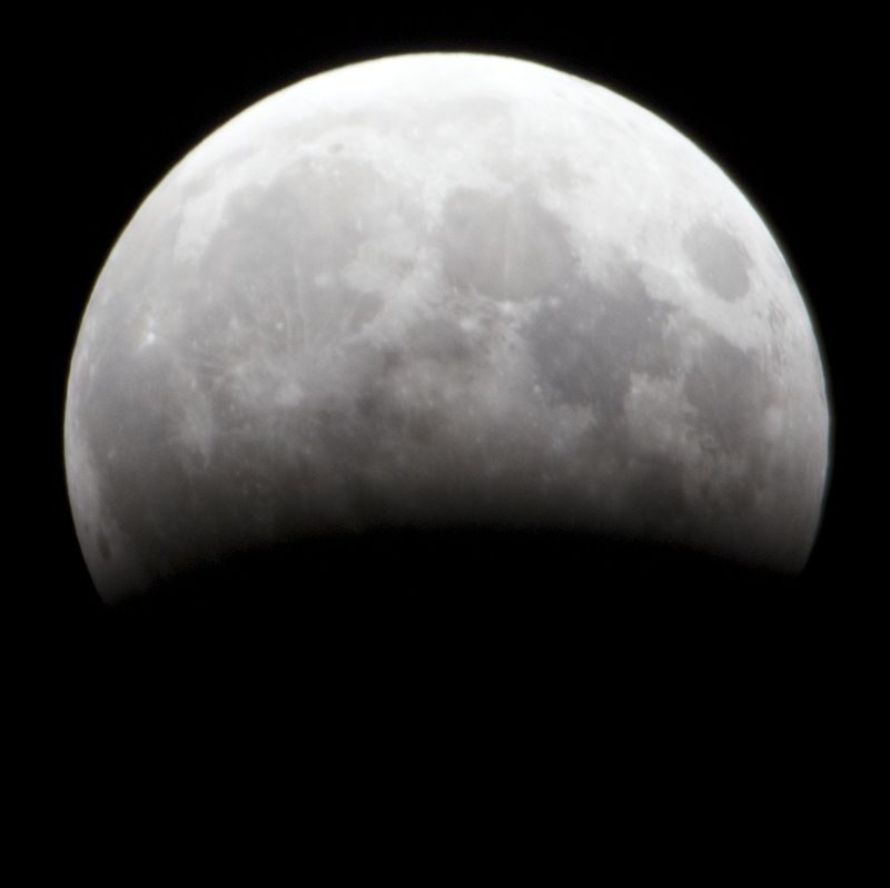 Partial Eclipse of Moon 4th June 2012 Australia cropped.jpg
