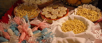 A range of different cakes, pastries, meals, dishes and sweets which are common elements of Sardinian cuisine Pasta e dolci.jpg