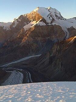Peak Korzhenevskoi Pamir from Borodkina ridge at sunset.jpg