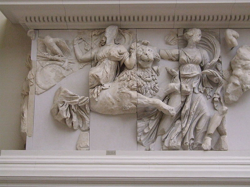 File:Pergamonmuseum - Antikensammlung - Pergamonaltar 37.JPG