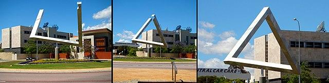English: Impossible Triangle sculpture, put together by Brian MacKay & Ahmad Abas, located in the Claisebrook Roundabout, East Perth, Perth, Western Australia. (Photo credit: Wikipedia)
