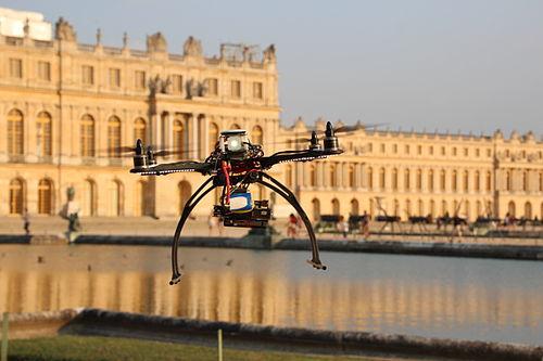 des drones versailles pour des photos a riennes libres wikim dia france. Black Bedroom Furniture Sets. Home Design Ideas