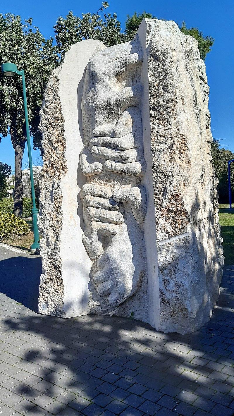 אנדרטה למייסדי כפר הדר