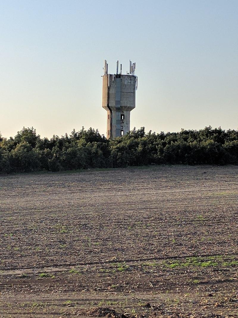 מגדל המים ליד משרדי המועצה האזורית מנשה