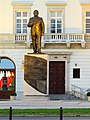Pomnik Lecha Kaczyńskiego Warszawa 01.jpg