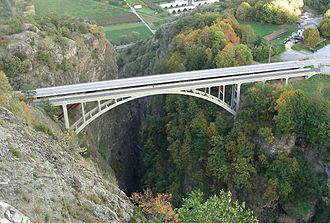 Gueuroz Bridge - Image: Pont de Gueuroz west