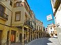 Porxos a la plaça Nova d'Alcover - panoramio.jpg