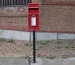 Post box, Promenade Gardens.jpg
