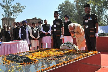 Prime Minister Narendra Modi pays tribute to Bhagat Singh, Sukhdev and Rajguru on their martyrdom day (2015).jpg