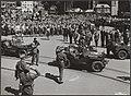 Prins Bernhard bij het verlaten van het stadhuis te Haarlem, waar hij door de bu, Bestanddeelnr 014-0560.jpg