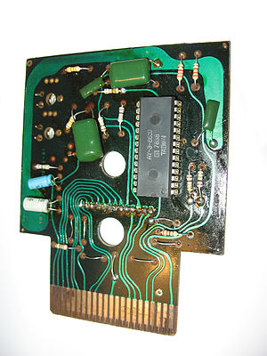 AY-3-8500 - The inside of an AY-3-8610 based game cartridge. The console for which this was made accepted other cartridges. However, unlike modern consoles, the game chip, i.e. the core circuitry, was in the cartridge, not in the console.