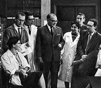 Wiktor Kemula - Prof. Kemula among his employees, 1963