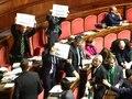 File:Protesta della Lega Nord in Senato contro il governo Monti, 21-12-2012.webm