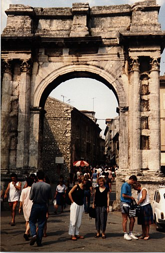 Arch of the Sergii - Image: Pula Roman Triumphal Arch