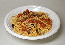 Receta de espaguetis con atún y tomate