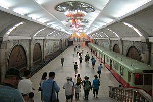 Pyongyang Metro - Image: Pyongyang metro station 1
