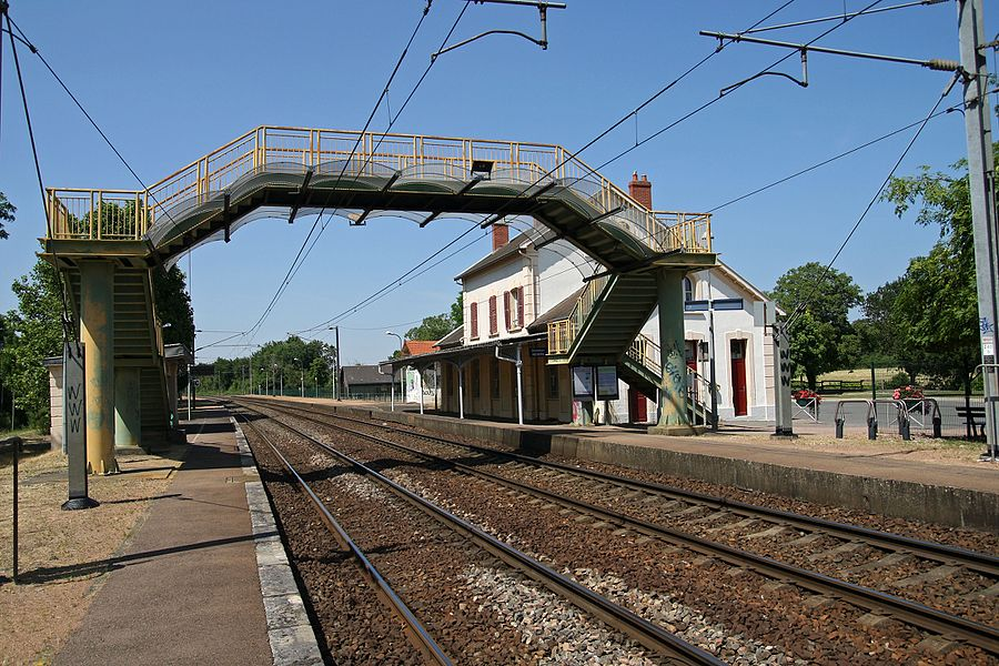 Platforms of Pougues-les-Eaux station