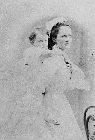 Princess Maria of Romania (1870–1874) - Image: Queen Elisabeth of Romania and Princess Maria