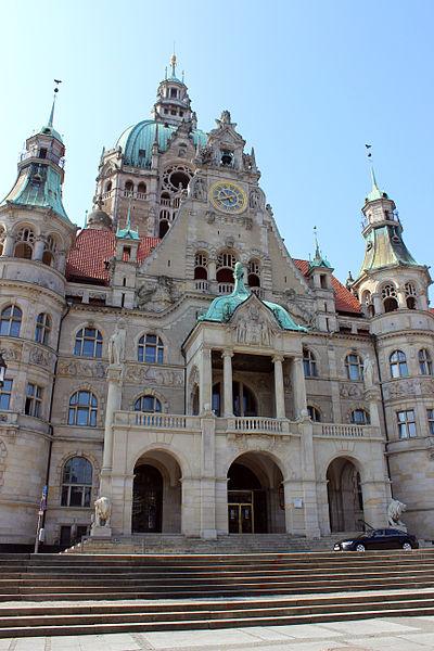 File:Rathaus Hanover 2013 close.JPG