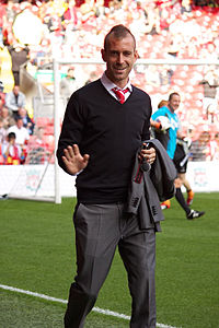 Raul Meireles street clothes 2 Liverpool vs Bolton 2011.jpg