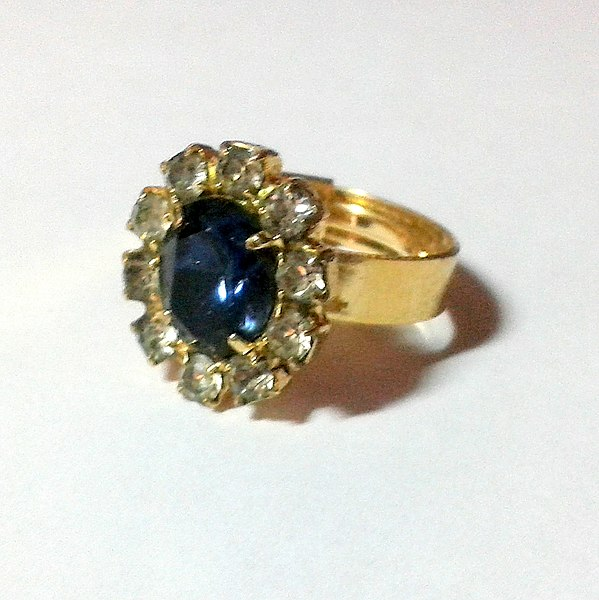 file replica of the engagement ring of diana princess of