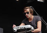 Ross Stone (Duologue) (Haldern Pop Festival 2013) IMGP5965 smial wp.jpg