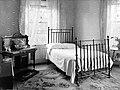 Rostrevor Hydro- bedroom (40748544410).jpg