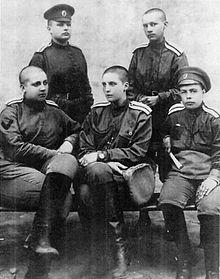 Руководящий состав воинского формирования. Лето 1917. На фото М. Бочкарева сидит крайняя слева.