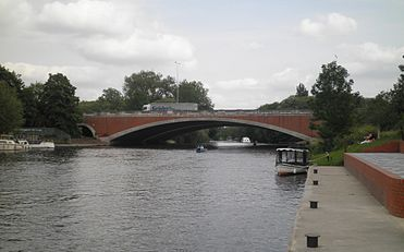 Runnymede Bridge (upstream).JPG