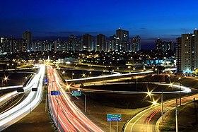 Vista parcial noturna de São José dos Campos