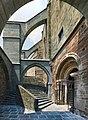 Sacra di San Michele - Portale dello zodiaco e archi rampanti.jpg