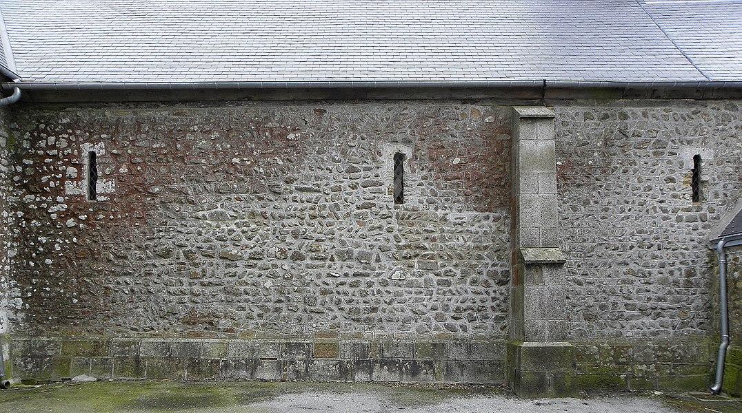 Église Saint-Ellier de Saint-Ellier-du-Maine (53). Costale nord de la nef.
